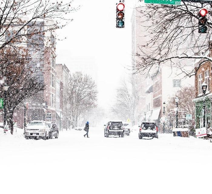 Elektroauto in Eis und Schnee