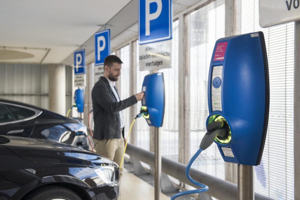 Lange Kabel zum Laden von Elektroautos